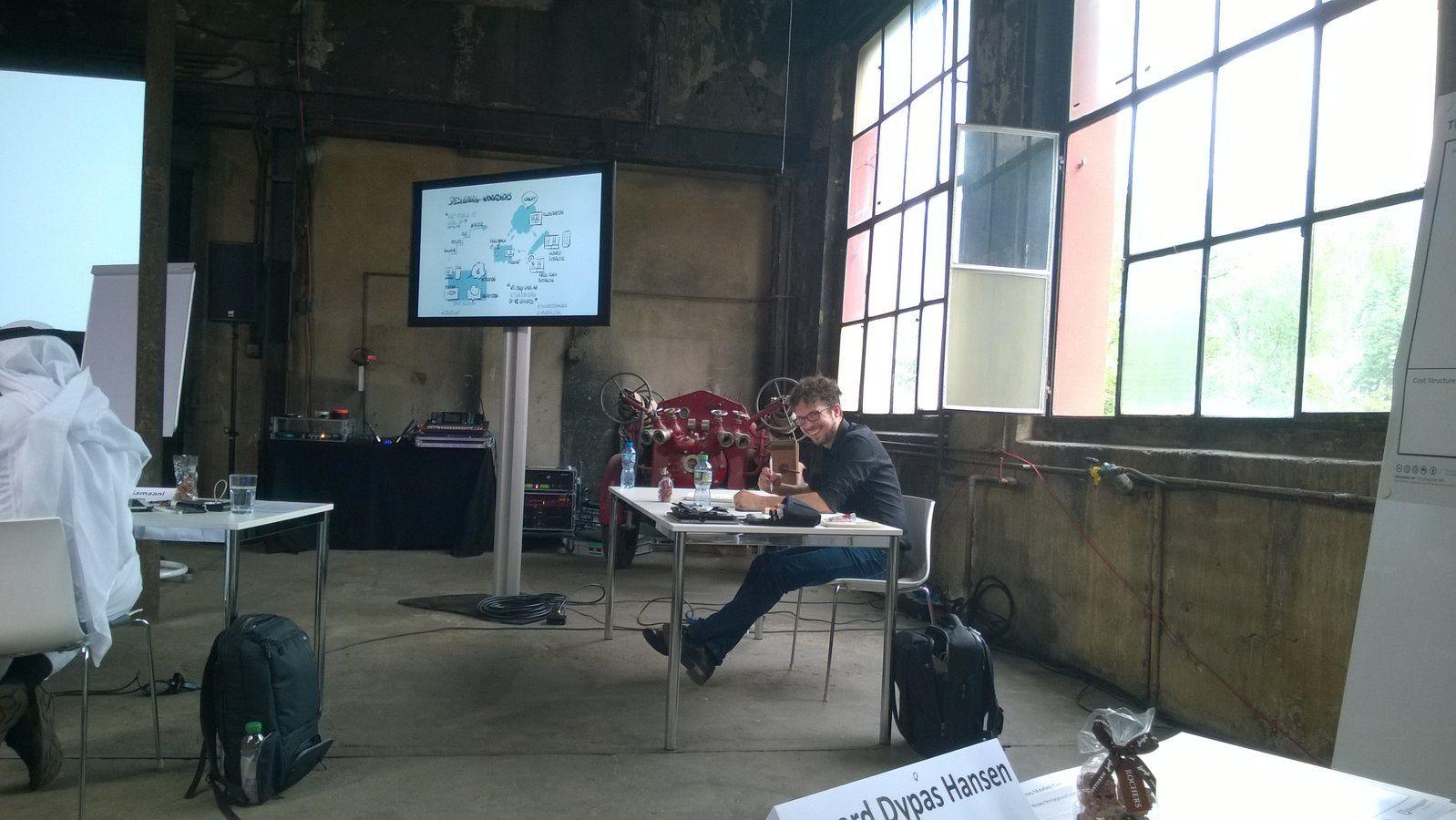 Holger Nils Pohl visualizing.