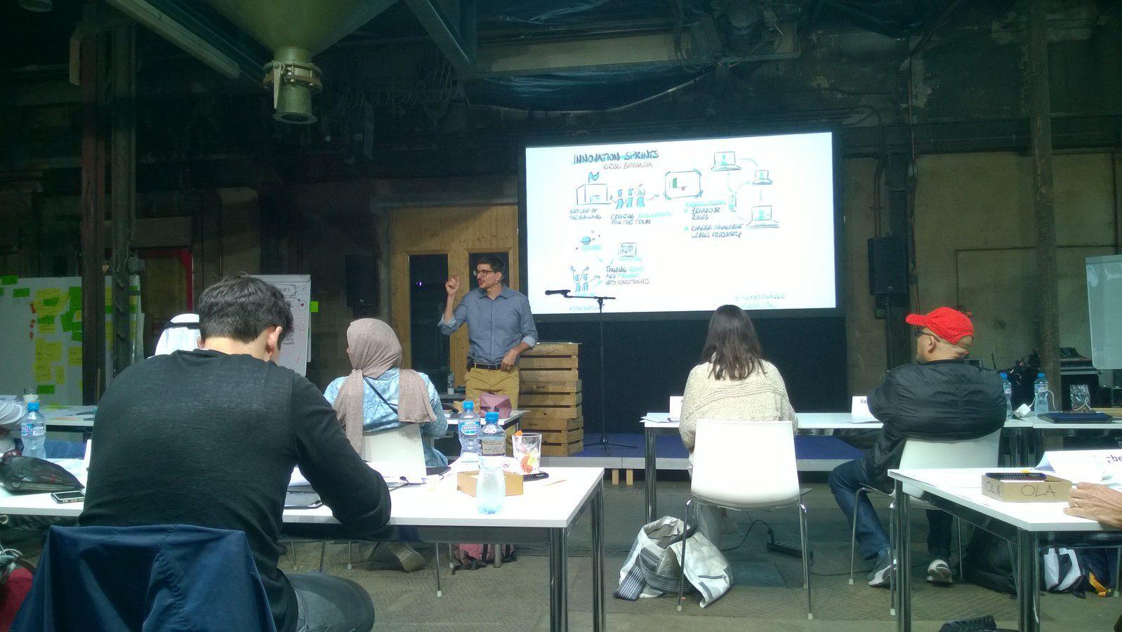 Alexander Osterwalder explains Strategyzer innovation sprint.